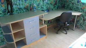 Stalas vaikų kambaryje 01